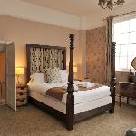  Four poster bedroom - Royal Oak