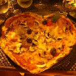 THE PIZZA! amazing (and in a heart shape :))