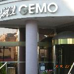 Front door of Hotel Gemo