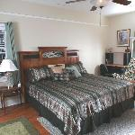  White Lake -- King bed w/Private or Shared Bath