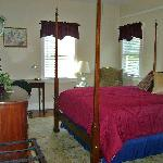  Cypress Gardens - Queen Bed with Private Bath