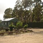 Rainbow Retreat Wilderness Eco Cabins resmi