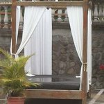 Daybed with rain water