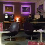  le salon tv/bar/ptit dej