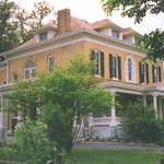 ‪BEALL MANSION An Elegant Bed & Breakfast Inn‬