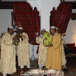  un groupe de chanteurs marocains surprise pour noel au riad shaloma
