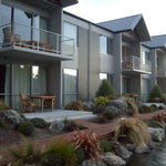 Central Luxury Apartments Methven - stream & garden