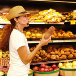 Explaining produce in Little Havana