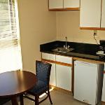 SCQuality Inn King Room Kitchenette