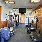 NEComfort Inn Fitness Room