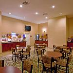 Photo de Holiday Inn Express Perris-East