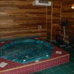  Hot tubExercise room