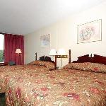 Foto de Econo Lodge Inn & Suites Outlet Village