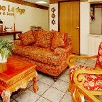 Фотография Econo Lodge Inn & Suites