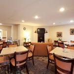NCQuality Inn Breakfast Area
