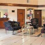 Foto de America's Best Inn & Suites Commerce