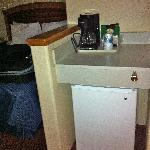 Coffeemaker, counter, & fridge (no M/V)