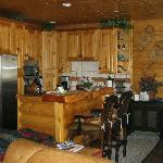 #106--Extremely well-equipped kitchen, new appliances.