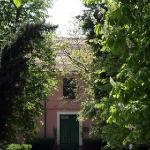  Giardino e ingresso principale della Villa