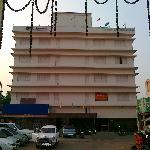  Dwarka Resort, Cuttack: Front view of the hotel from the road.