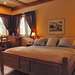 ‪Solace on the Mountain Bed & Breakfast‬