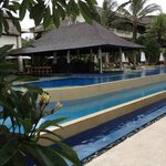 swim up bar