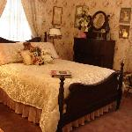 Margaret's Room/standard bed