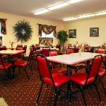 Deluxe continental breakfast room
