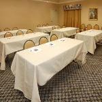 Cartersville North Inn & Suites resmi