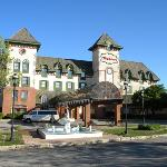The Chateau Hotel and Conference Center Foto
