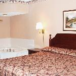  Express Inn And Suites Trion GAKing Jacuzzi Suite