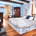 Antigoni Beach Hotel & Suites