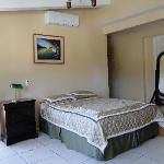 Foto Econo Hotel Bed & Breakfast