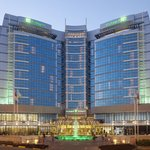  Sleek modern Holiday Inn located @ centre of Abu dhabi island