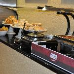  Comfort Suites UCF/ Research Park: Breakfast Buffet