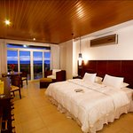 All rooms with ocean or volacano view