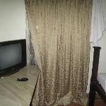 tv in room with many english channels