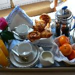 JAYS PARIS Breakfast Tray for Suites