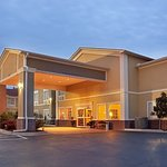 ‪BEST WESTERN PLUS Sherwood Inn & Suites‬