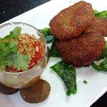 Tod Man (Fish Cakes served with Cucumber Sauce)