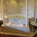  Jacuzzi Suite 2