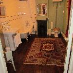 Thorpe's ensuite bathroom