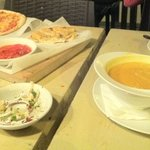 great food, but why serve it all at roughly the same time?! either soup or pizza will get cold..
