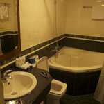 Premier double room bathroom