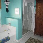 Jamaica Room - Shower and bathroom