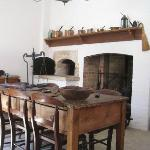 The kitchen, which conveyed many utensils used in the Colonial period