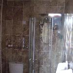 Lovely shower/Toilet