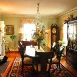 1907 Bragdon House Bed & Breakfast resmi