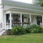 ‪Woodlawn B&B‬