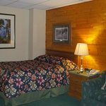 Pinewood Motor Inn